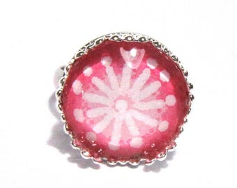 Ring cabochon pink and white flower pattern