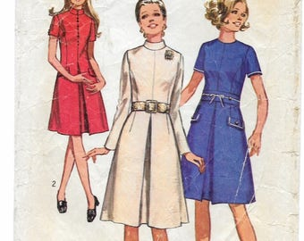 """A Long/Short Sleeve, Front Inverted Pleat, A-Line Dress w/Length & Collar Variations Pattern for Women: Size 14, Bust 36"""" • Simplicity 9060"""