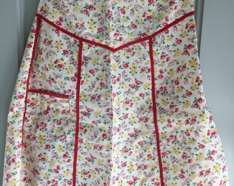 Adorable Vintage Apron, Lily of the Valley, Red Daisy, Zinnia, Red Piping, Cookie Baking, Christmas