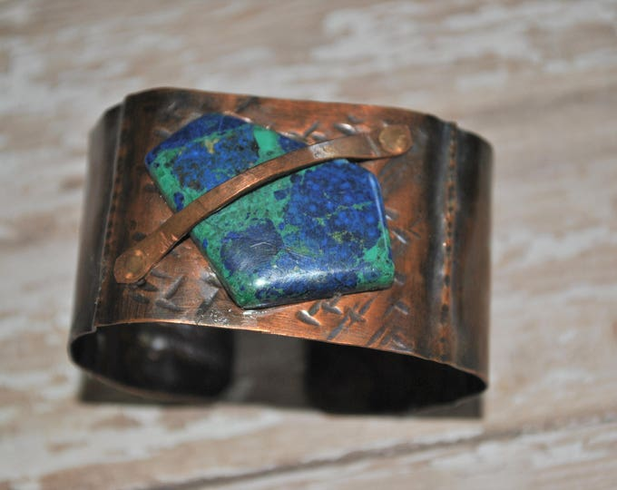 Rustic copper cuff with genuine azurite and malachite stone, Hammered copper bracelet, metal work, boho, unisex
