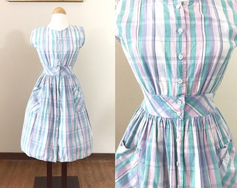 1950s Vintage Dress / Cotton / POCKETS / Pastel plaid / 50s House Dress