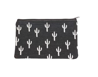 Black and White Cactus Makeup Bag, Cactus Makeup Purse, Tote Bag, Black and White bag, gift for bridesmaid, Desert Landscape, Cosmetic Bag