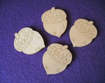 4 acorns wood, 3.5 x 2.8 cm (01-0006B)
