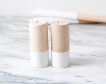 Wood Salt and Pepper Shaker Set - White | Wedding Table Salt and Pepper | Wedding Favors | Kitchen Decor | Hostess Gift