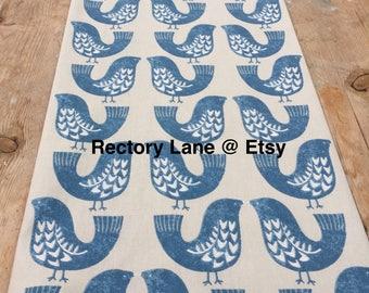 chemin de table en tissu marocain voile bleu avec des motifs. Black Bedroom Furniture Sets. Home Design Ideas