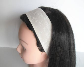 Bandeau cheveux spécial communion beige à fleurs blanches