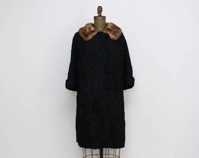 Vintage 1950s Fur Trimmed Persian Lambs Wool Coat - Size Medium