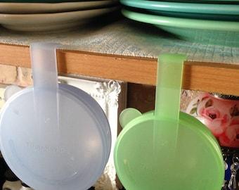 "Adorable Tupperware ""Forget Me Not"" Shelf Saver Veggie or Fruit Keeper"