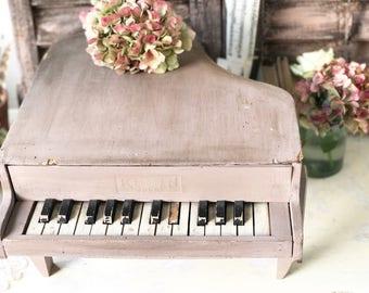 "A gorgeous French vintage child's piano ""Klein Juet"""