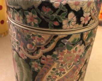 Beautiful lidded vintage porcelain ginger jar / box