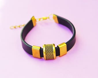 Black flat leather strap and Golden pearls pink(Roses)
