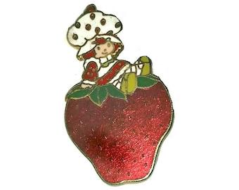 80s STRAWBERRY SHORTCAKE Brooch Enamel Juicy Red Vintage Cloisonné Strawberry Kawaii Fruit Pin 1980s Kids Berry Broach American Greetings