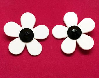 1960s Large Black and White Hippie Mod Flower Power Plastic Clip On Earrings - Psychedelic!