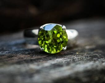 Peridot Ring Size 5 thru 7.5 - Peridot ring - Peridot Ring - August Birthstone - Peridot jewelry- Size 5 - 7.5 Ring Peridot Ring