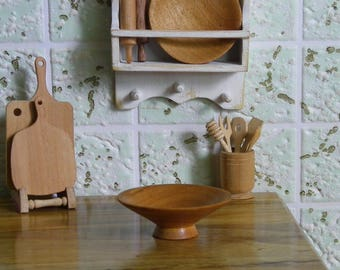 A bowl A plate for fruit wooden dollhouse miniature scale 1: 12 for doll kitchen