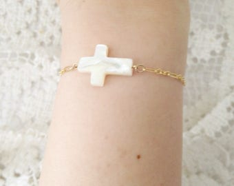 14 k gold filled chain bracelet with Pearl shell mother of pearl cross