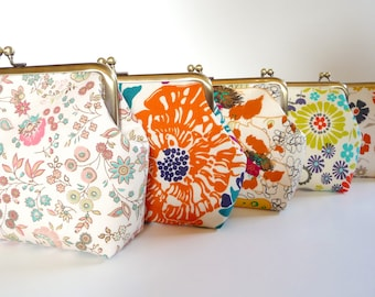 Floral Cotton Clutch Set of 5, Personalized Bridesmaid Floral Purse Set, Bridesmaid Clutch Set, Wedding Party Gift Clutch Set, 7-in Clasp