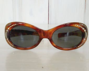 Cat Eye Retro Sunglasses/Genuine 1970s Vintage/Tortoise Shell with Rhinestones/Pre Owned/SUNTIMER VICTORY/lindafrenchgallery