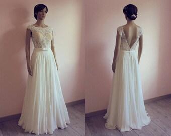 Boho lace chiffon wedding dress with v back/ nude lace/ cape sleeves/ bohemian/ flowy/ open back/ Robe de mariée bohème fluide