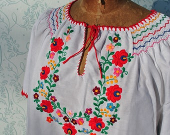 Hungarian blouse, Peasant blouse, Hungarian embroidered blouse, embroidered blouse, emroidered top, bohemian embroidery, folk embroidery top
