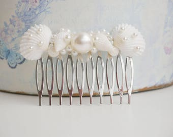 Seashell hair comb Beach wedding Beach hair accessory Seashell Hair accessories Mermaid hair comb shell bridal hair comb sea shell Headpiece