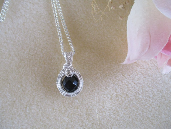 Black Onyx Woven Wire Pendant Necklace N217182