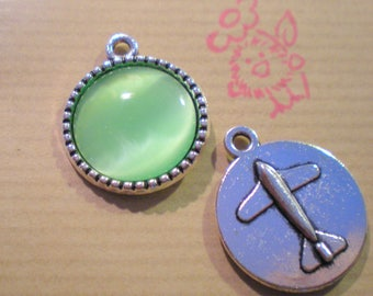 1 silver medallion with green eauTRANSPARENT 18 mm cabochon