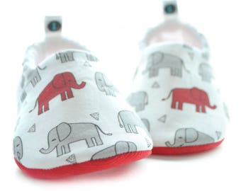 Elephant Baby Booties: baby shoes | gender neutral | baby girl | baby boy | newborn | new baby gift | baby shower