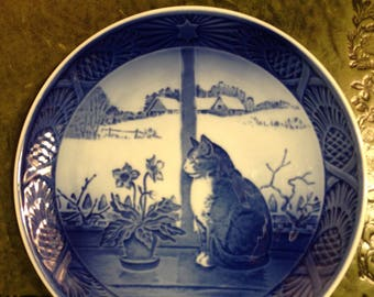 Royal Copenhagen Porcelain Plate - Christmas Rose and Cat - 1970