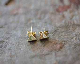 14k yellow gold plated on sterling silver pyramid