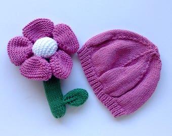Box newborn Pink Hat and flower rattle