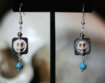 Howlite Skull earrings with bead