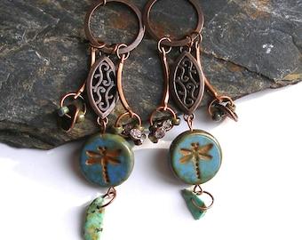 Boucles d'oreilles bohèmes libellule gipsy cuivre turquoise gemmes verre tchèque rétro boho chic primitif urbain création unique ooak