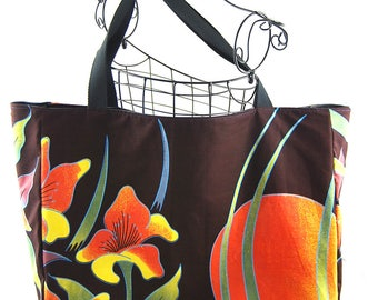 "XXL tote bag in faux black and ""Moon Flower"" African fabric"