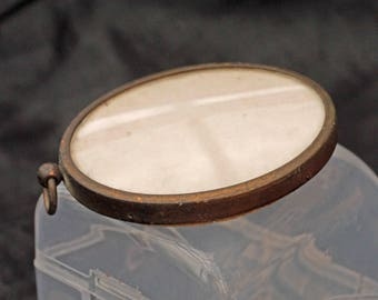 Lovely Old Small Victorian Oval Photo Frame (english)