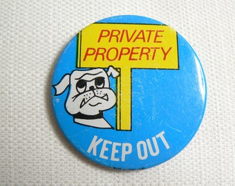 Vintage 80s Private Property Keep Out Bull Dog All Metal Pin / Button / Badge