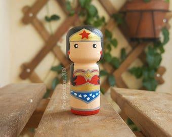 Wonder Woman Kokeshi  / Monigotadas Kokeshi Doll