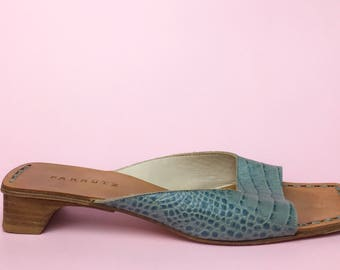 Blue leather sandals. Sz 39,5. Made in Spain.