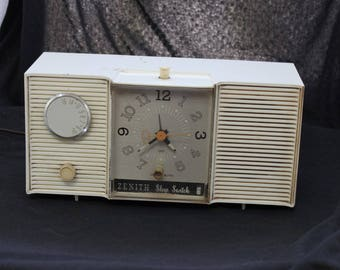 Zenith AM Radio with Clock FREE SHIPPING