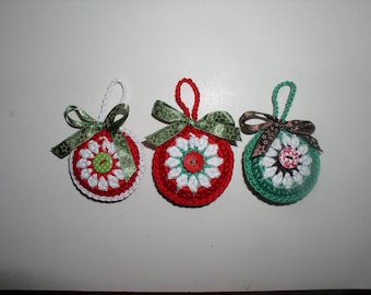Christmas ball crocheted green, red or white