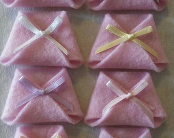26 Mini Felt Diapers With Mixed Color Bows - Baby Shower Favors Capias - Your Choice of Felt Color- Neutral, Boy or Girl