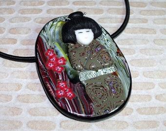 Necklace figure in relief Geisha wisdom