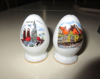 GERMANY MUNCHEN SALT and Pepper Shaker Set