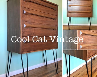 Mid Century Modern Walnut 4 Drawer Dresser (*please see notes on shipping)