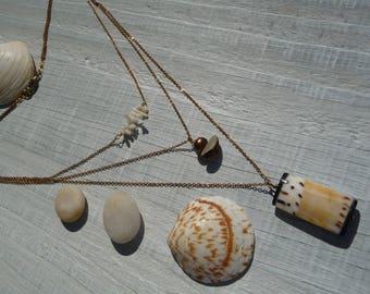 collier bohème, collier multi rangs,collier ethnique, collier fine chaîne laiton 3 rangs, corail blanc, coquillage,collier ethnique tribal
