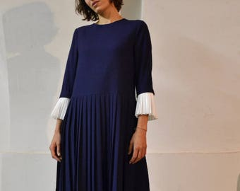 wool navy dress // pleated dress // dress with detachable white pleated cuffs // loose fit dress