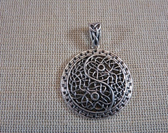 Pendant Yin Yang metal pendant, silver color yinyang with bail 42mm, creating zen jewelry, necklace pendants