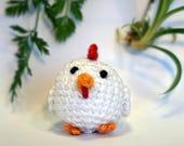 chicken plushie keychain - crochet amigurumi