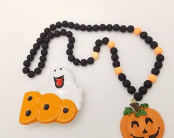 lot of 2 vintage halloween jewelry items ghost boo pin and beaded pumpkin pendant necklace