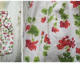Pretty Floral Vintage Pinny Apron 60s Red & Coral Flowers with Pockets and Ric Rac Trim